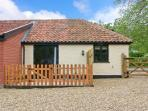 THE KILN, romantic retreat, with en-suite bedroom, and private patio area, in