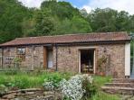 NIBLETTS PATCH COTTAGE, single storey, rural setting in Forest of Dean, en-suite, in Littledean, Ref 16543