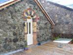 STATION FLAT, sleeps 8, decked balcony, village centre location in Betws-y-Coed, Ref 16719