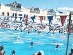 The (iconic) Fitzroy pool is very close by (5 min walk)