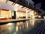 Pool / Terrace at night