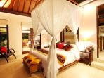 Bedroom with musquito net