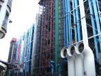 Centre Pompidou (2 min. walk)