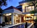 Tempat Tenang - 3 b/room villa in central Legian
