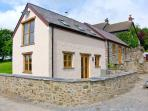 THE SMITHY, A luxury, split-level cottage with woodburner and woodland walks in St. Clears, Ref 18109