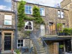 THE OLD FORGE, welcoming romantic retreat, parking, patio, woodburner, in Haworth Ref 14036