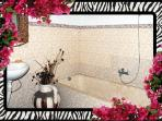 Bathroom ensuite to 2nd bedroom, tub with shower [hot/cold water] 26/04/2014