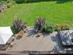 Garden deck with hottub/jacuzzi