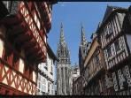 Winding medieval streets at Quimper - 25 minutes