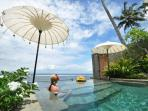 Beautiful infinity pool overlooking the sea - just a few steps away from fantastic snorkelling