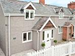 KEYS COTTAGE, family-friendly, woodburning stove, Juliet balcony, in Clun, Ref 10883