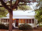 Winchester Cottage, under old oaks in Carrabelle
