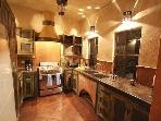 The ridicously gorgeous kitchen!