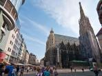 3 minutes walk: Stefansplatz cathedral and U-Bahn station