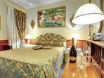 CR112VR - REGINA ELENA Charming Apartment