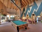 Lodge w/Pool Table