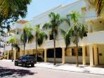 5th ave Playa Del Carmen 2 bdrm, Great location