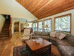 Cozy home w/ private hot tub, SHARC passes, entertainment, near golf & river