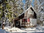 Cozy ski getaway with private hot tub, easy ski access & more!
