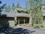 Family-friendly home with SHARC passes, near Mt. Bachelor!