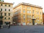 Surrounding area: Piazza Farnese