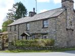 TOWN END COTTAGE, pets welcome, open fire, fantastic touring base, in Witherslack, Ref. 23921