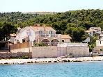 Bonacic Palace-apartment 10 meters from the beach