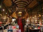 Lello Library at 550 meters