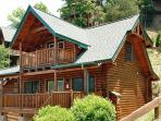 Beautifully furnished Starry Nights in Pigeon Forge is located i