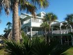 Immaculate Waterfront Property 5 miles from Kemah