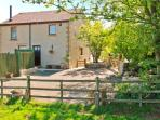 HORSE MILL LODGE, lovely holiday apartment with en-suite, woodburner, country vi