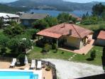 Vista aerea de la Casa rural, jardines y piscina