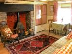 TY KATE, romantic retreat, woodburner, snug sitting area, in Tanygrisiau, Ref 12182