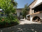 To Spitaki: Guesthouse  By the Garden