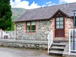 END COTTAGE, pet-friendly cottage with ground floor bedroom and bathroom, in Llantysilio, Ref. 26459