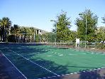 Tennis court/Cancha de tennis
