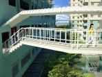 Building link walkway