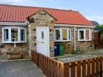 THE STABLES, enclosed garden, close to the beach, WiFi, central village location, ground floor cottage in Marske-by-the-Sea, Ref. 30829