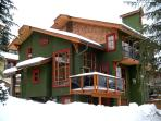 Trails Edge: Our Ski-In/Ski-Out Home away from Home