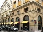 Prestigious luxury Faubourg Saint-Honoré walking distance
