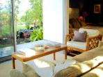 Living Area and Bed with View to the Garden and your private Lanai