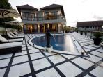 Villa & Pool Oveview