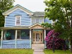 Catskill Victorian with fireplace & hot tub