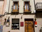 fachada casa y tienda vinoteca