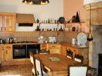 Well equiped oak kitchen