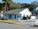 1102 Butler Avenue - Tybee Blue Crab Cottage - Hot Tub - Small Dog Friendly - FREE Wi-Fi
