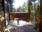 Deck facing national forest -secluded, quiet and beautiful!