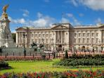 Walking distance to Buckingham Palace
