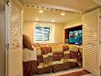 Full Bed w/ TV