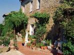 Countryhouse Villa La Rogaia: the main house from outside